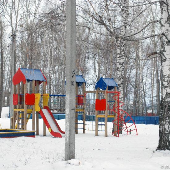 игровая площадка в парке Фотографии Старая Майна Ульяновской области