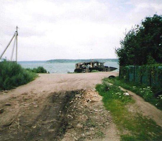 бывшая баржа в старой майне