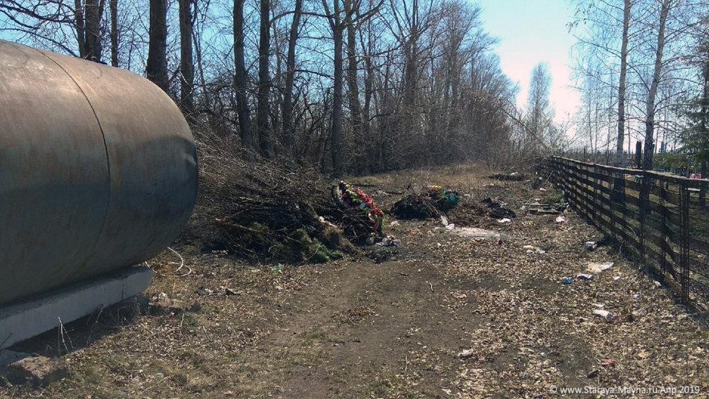 Обстановка с мусором на «новом» кладбище Старая Майна