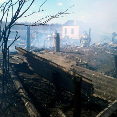 В Новиковке загорелись строения на 3-х участках